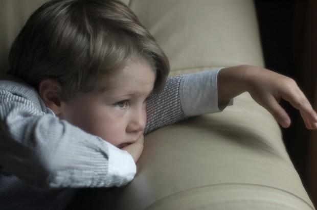 На Прикарпатті батько змушений сам виховувати сімох дітей, бо мати зловживає алкоголем