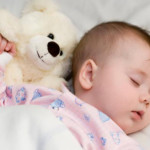 Как приучить дочку к своей кроватке?