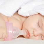 Как отучить малыша после года засыпать на бутылочке?