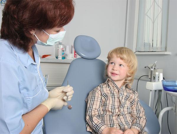 rebenok_u_stomatologa
